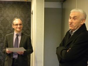 Le docteur Eric Dumoulin va remettre à monsieur Jean-François Jompierre le diplôme de Chevalier de Saint-François d'Assise.