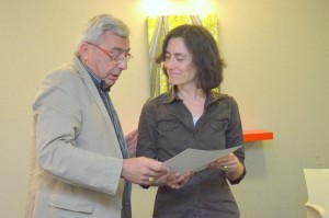 Dominique Galland remet un diplôme de compagnon