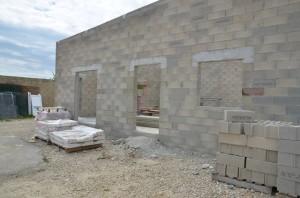 Les bâtiments administratifs se construisent petit à petit
