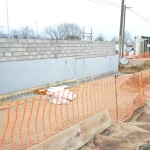 le mur sort de terre